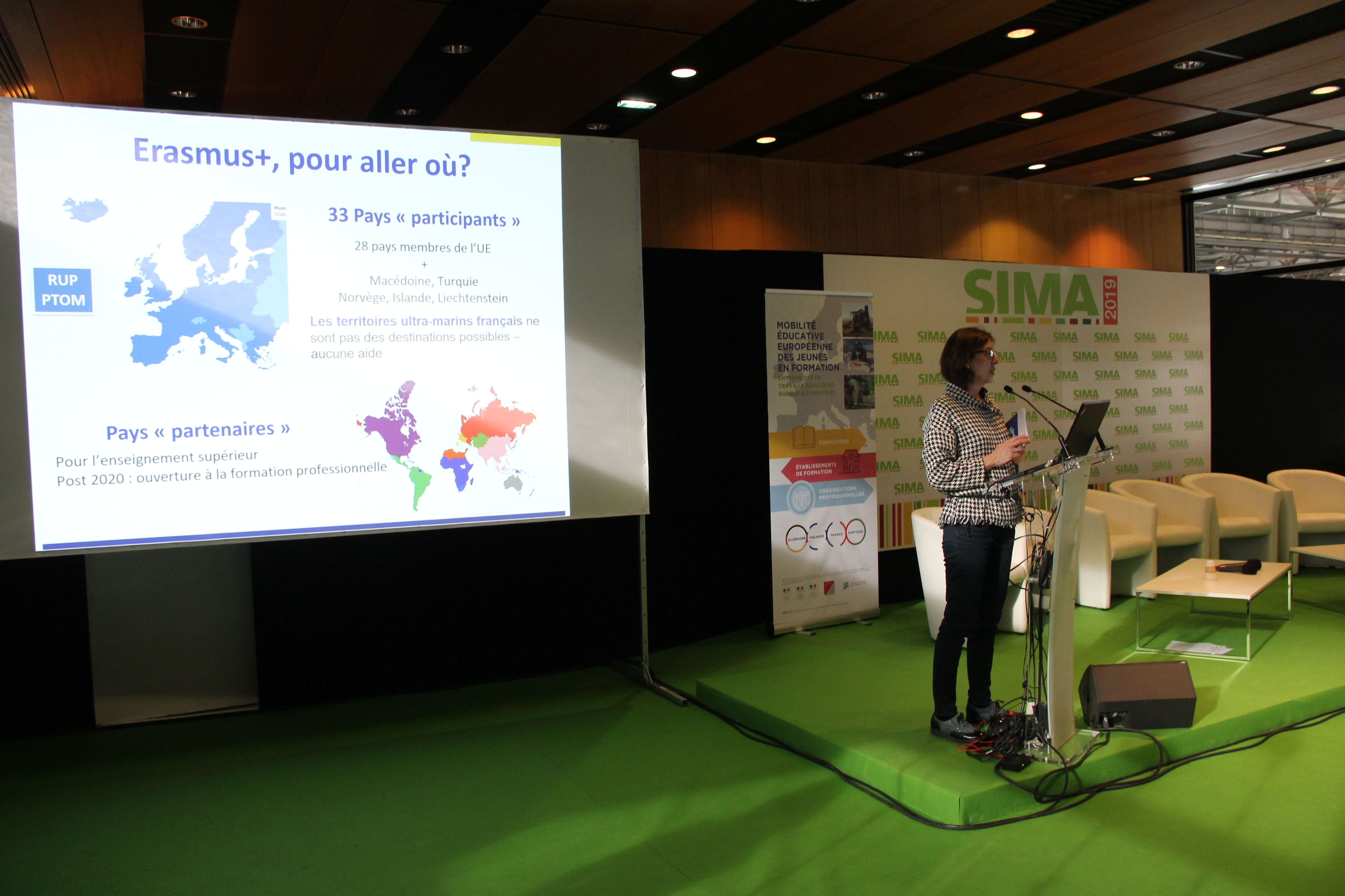 Présentation de Erasmus + par Corinne Lefay-Souloy de l'agence Erasmus + France